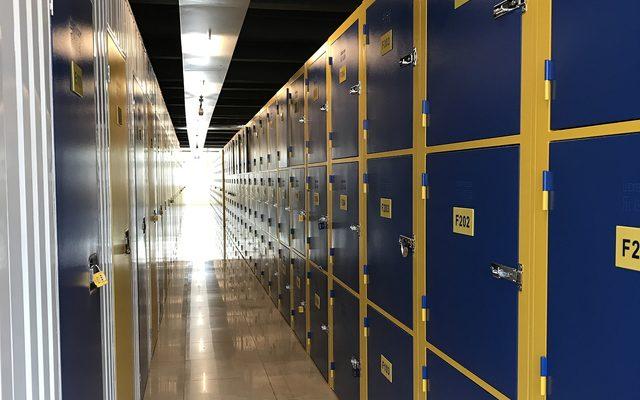 Corridor, Locker